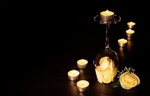 e836b4062cf3093ecd0b470de7444e90fe76e6d31eb3174891f6c3_640_candles